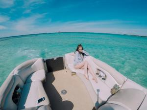 Power-Up-Watersports-Boat-Rental-11