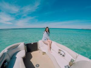 Power-Up-Watersports-Boat-Rental-12