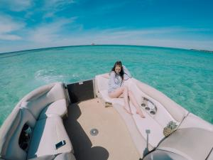 Power-Up-Watersports-Boat-Rental-18