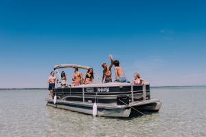 Power-Up-Watersports-Boat-Rental-2