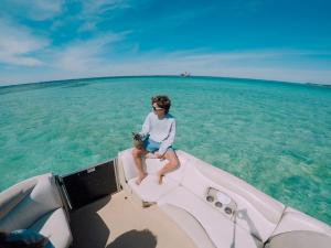 Power-Up-Watersports-Boat-Rental-9